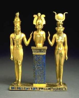 Horus met valkenkop, Osiris, en Isis met koehorens